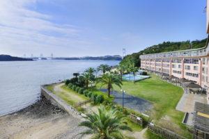 ホテルから瀬戸内海と瀬戸大橋が一望できます
